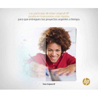 mujer dibujando y un anuncio informativo en la parte de arriba
